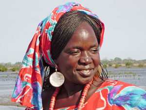 Casamance-Femme-Couleurs-Voyage-Solidaire-Africavelo