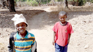 Guinee-Conakry-enfants-voyages-a-VTT-Africavelo